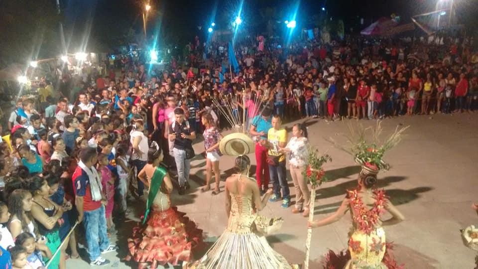 La multitud en el desfile de gala