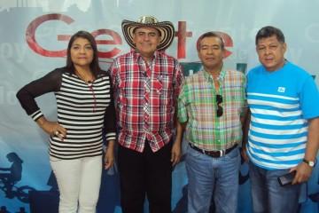 Pey  con los reyes sabaneros Fredy Sierra y Rodrigo Rodreiguez, lo acompaña la periodista Luz Mary Vidal